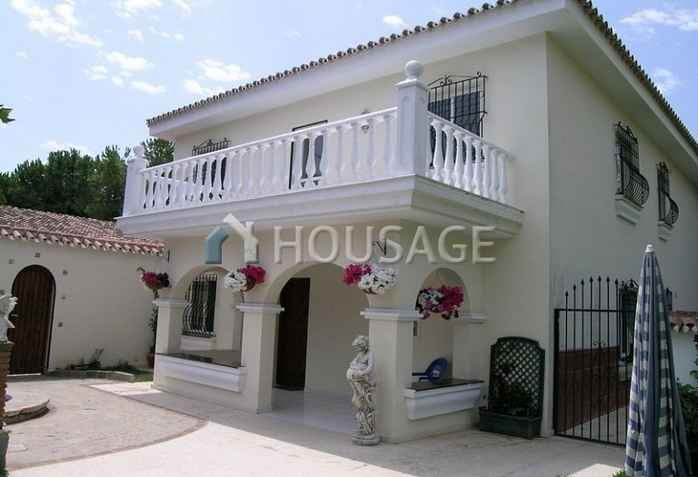 Villa for sale in Elviria, Marbella, Spain, 570 m² - photo 2
