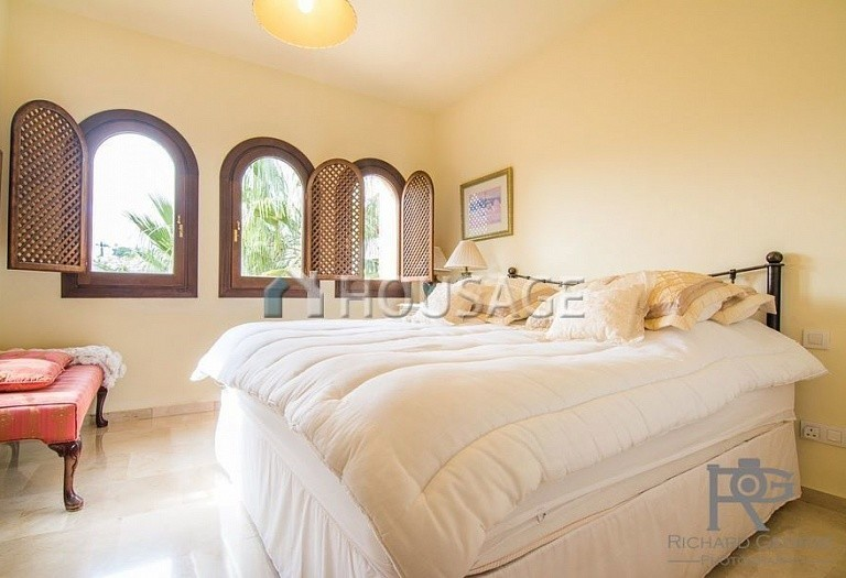 Flat for sale in Atalaya, Estepona, Spain, 300 m² - photo 14