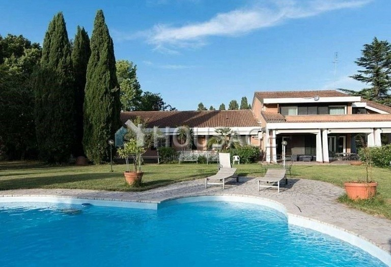 9 bed villa for sale in Rome, Italy, 1100 m² - photo 1
