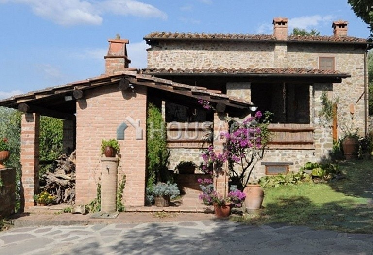5 bed villa for sale in Lucca, Italy, 305 m² - photo 2