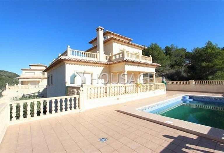 3 bed villa for sale in Calpe, Calpe, Spain, 350 m² - photo 1