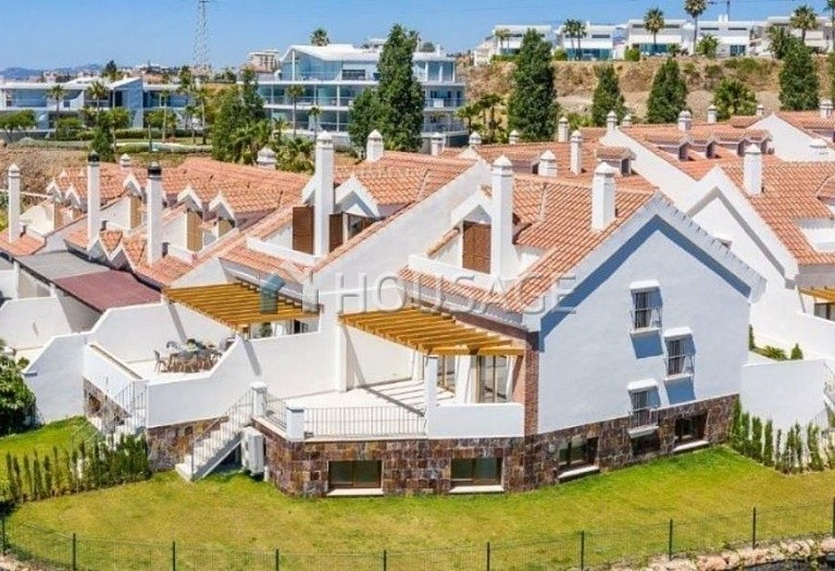 4 bed townhouse for sale in Benalmadena, Spain, 244 m² - photo 1