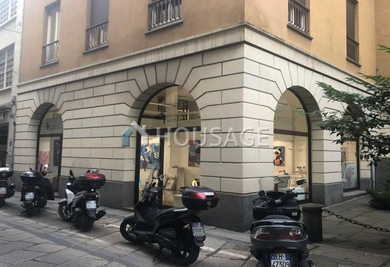 Commercial property for sale in Milan, Italy, 191 m² - photo 1