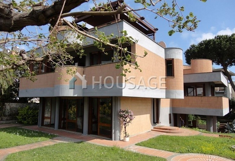 4 bed villa for sale in Santa Marinella, Italy, 320 m² - photo 1