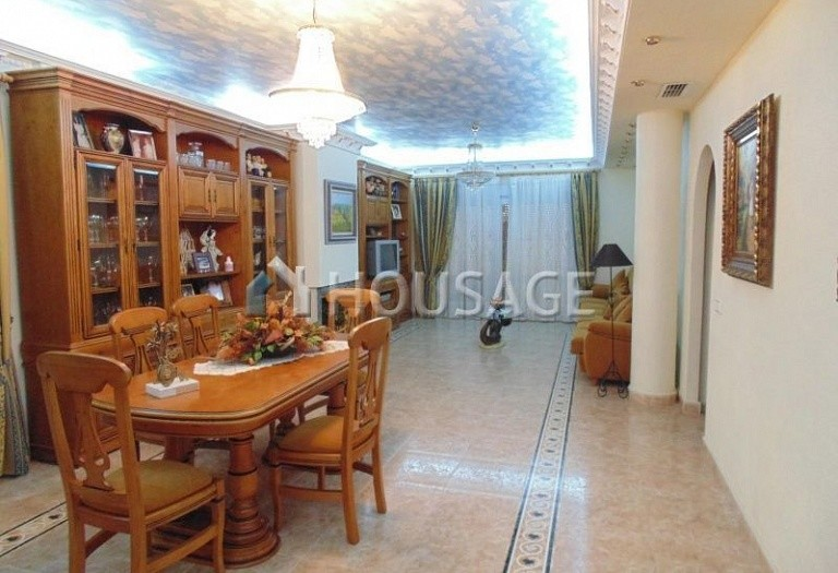 7 bed villa for sale in Torrevieja, Spain, 630 m² - photo 3