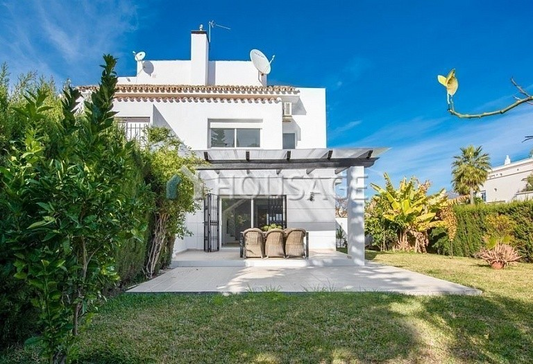 Townhouse for sale in Nueva Andalucia, Marbella, Spain, 392 m² - photo 1