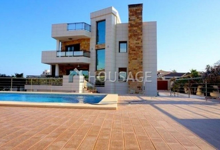 3 bed villa for sale in Torrevieja, Spain - photo 2