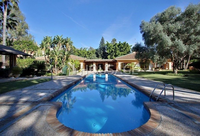 Villa for sale in Nueva Andalucia, Marbella, Spain, 850 m² - photo 3