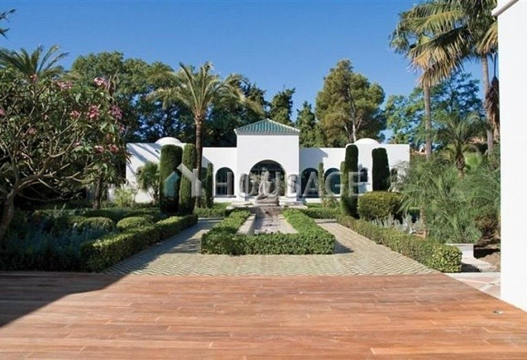 Villa for sale in Guadalmina Baja, San Pedro de Alcantara, Spain, 1278 m² - photo 1