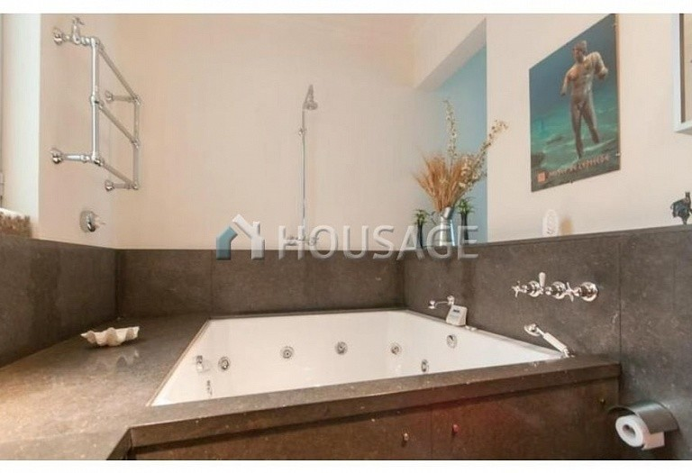 2 bed flat for sale in Eixample, Barcelona, Spain, 169 m² - photo 8