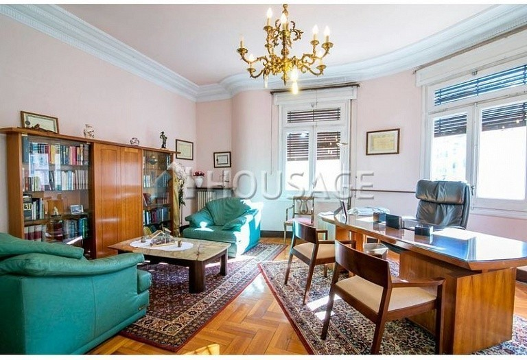 10 bed flat for sale in Barcelona, Spain, 425 m² - photo 10