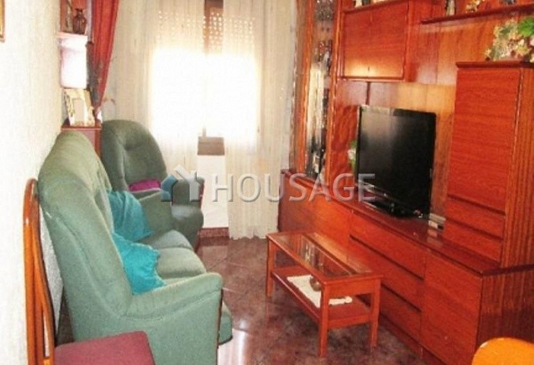 4 bed flat for sale in Hospitalet, Spain, 97 m² - photo 1