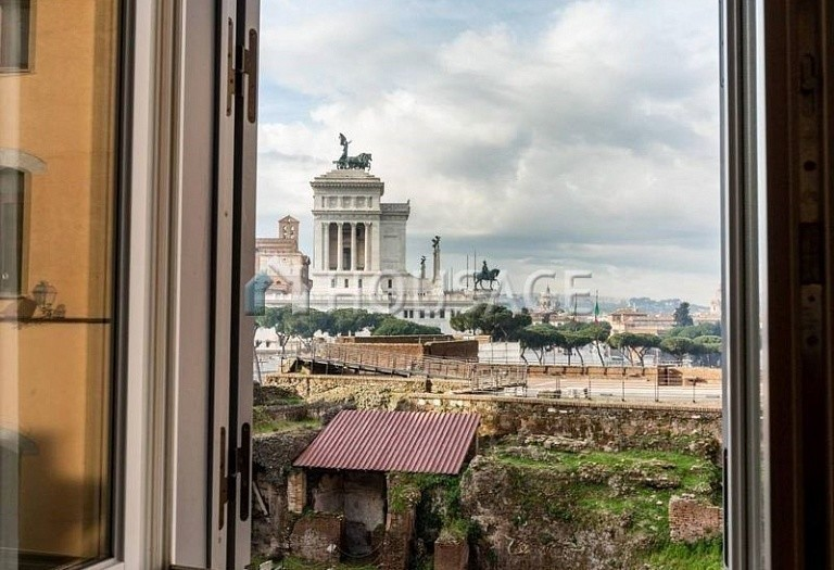 3 bed flat for sale in Rome, Italy, 200 m² - photo 2