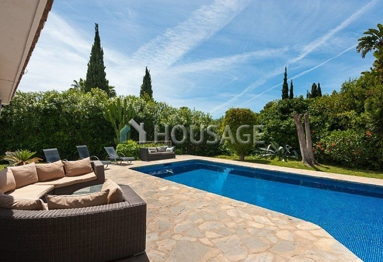 Villa for sale in El Rosario, Marbella, Spain, 246 m² - photo 1