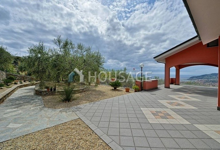 6 bed villa for sale in Diano Marina, Italy, 350 m² - photo 24