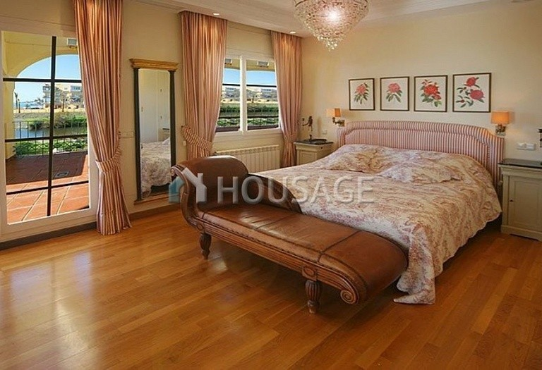 Townhouse for sale in Nueva Andalucia, Marbella, Spain, 400 m² - photo 8