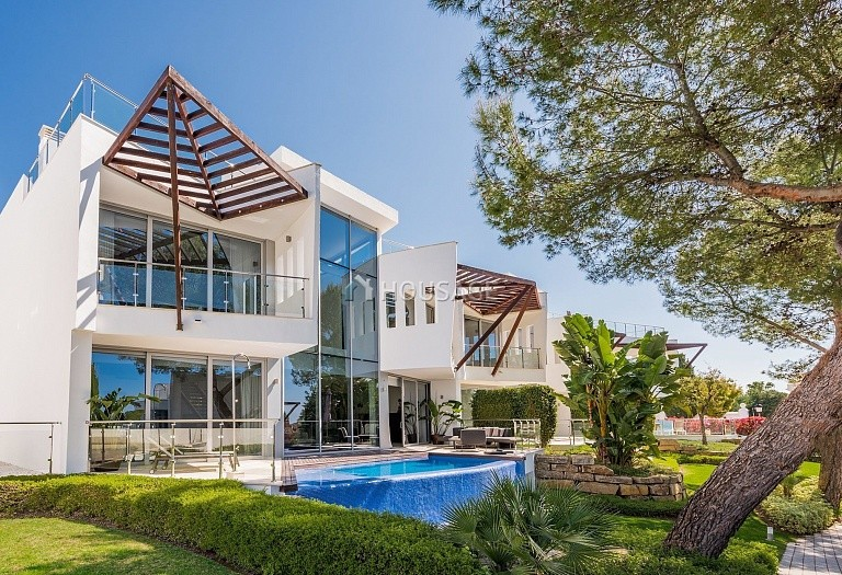 3 bed villa for sale in Marbella, Spain, 474 m² - photo 2