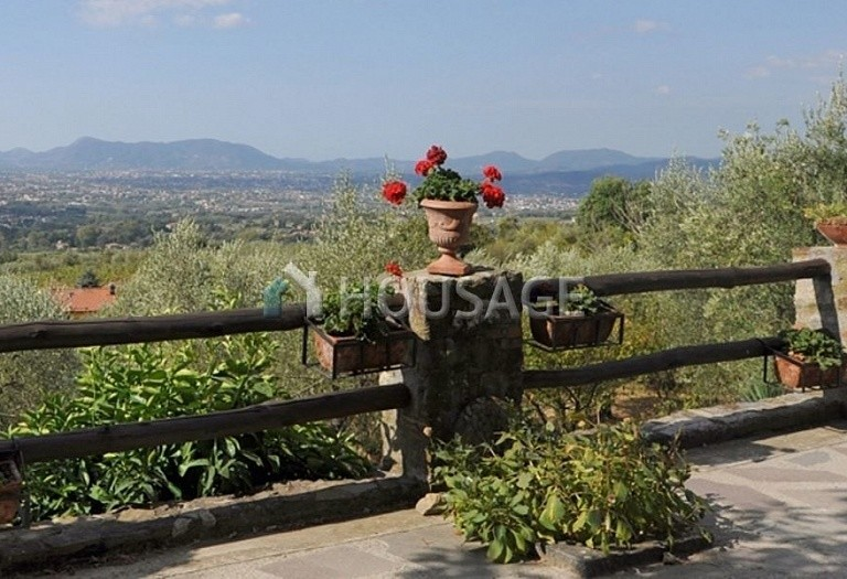 5 bed villa for sale in Lucca, Italy, 305 m² - photo 3