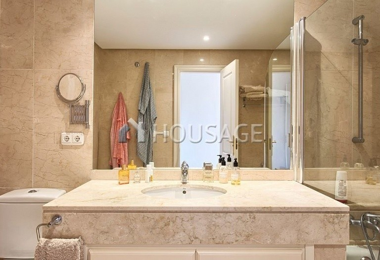 Apartment for sale in Los Almendros, Benahavis, Spain, 189 m² - photo 12
