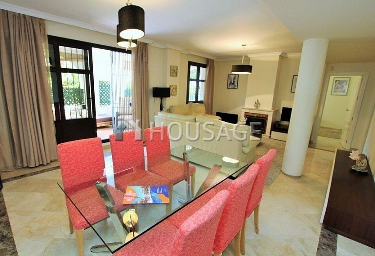 Apartment for sale in Puerto Banus, Marbella, Spain, 151 m² - photo 2