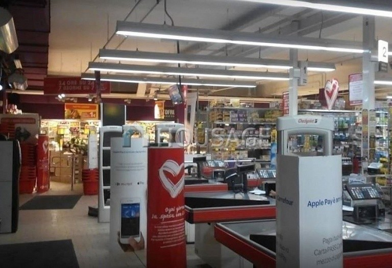 Retail business for sale in Varese, Italy, 5000 m² - photo 2
