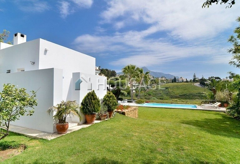 Villa for sale in Nueva Andalucia, Marbella, Spain, 401 m² - photo 9