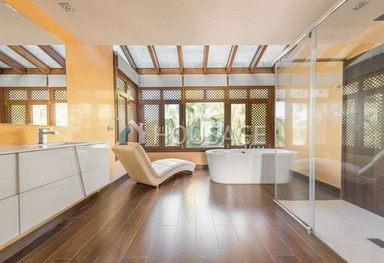 Flat for sale in Marbella Golden Mile, Marbella, Spain, 215 m² - photo 5