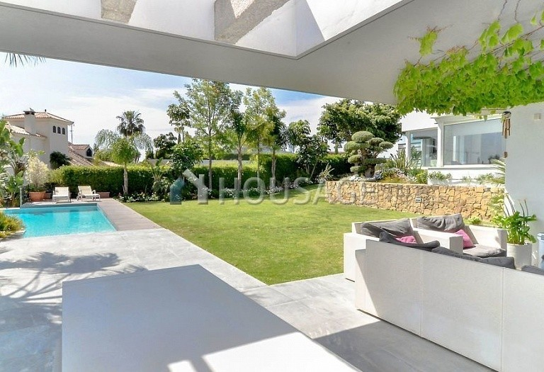 Villa for sale in Nueva Andalucia, Marbella, Spain, 401 m² - photo 2