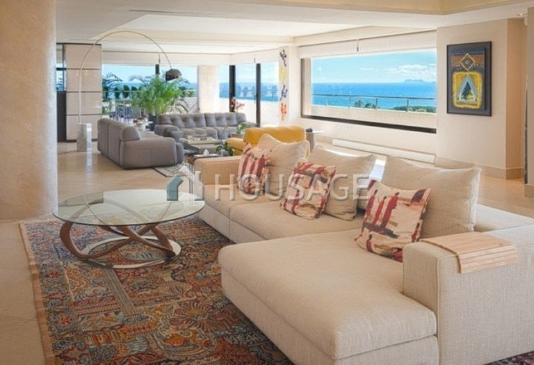 Flat for sale in Marbella, Spain, 661 m² - photo 2