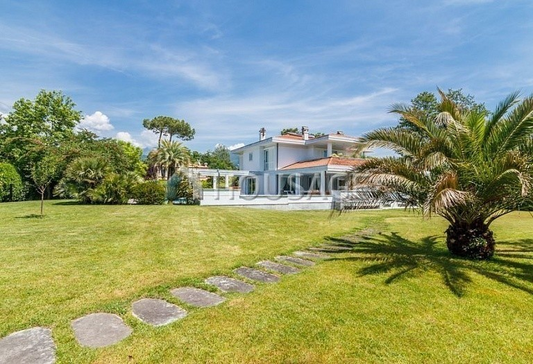 6 bed villa for sale in Forte dei Marmi, Italy, 560 m² - photo 48