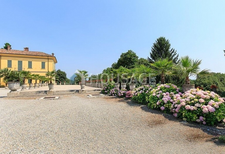 Villa for sale in Milan, Italy, 8000 m² - photo 13