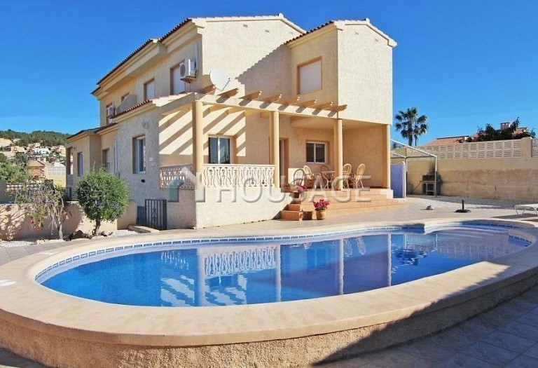 8 bed a house for sale in Calpe, Spain, 260 m² - photo 1