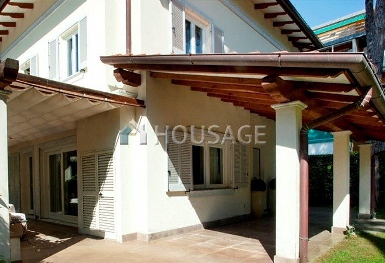 4 bed villa for sale in Forte dei Marmi, Italy, 220 m² - photo 3