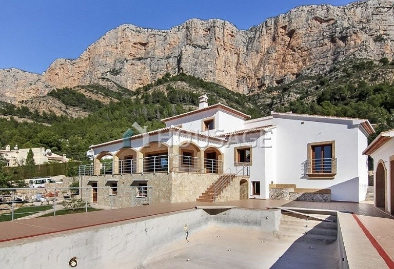 7 bed villa for sale in Javea, Spain, 448 m² - photo 1