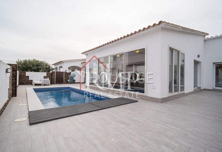 6 bed a house for sale in Rosas, Spain, 260 m² - photo 1