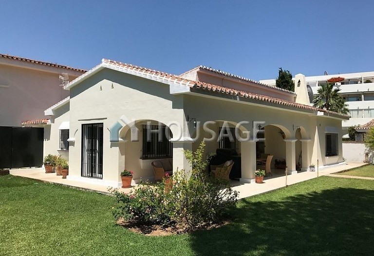 Villa for sale in Elviria, Marbella, Spain, 570 m² - photo 3