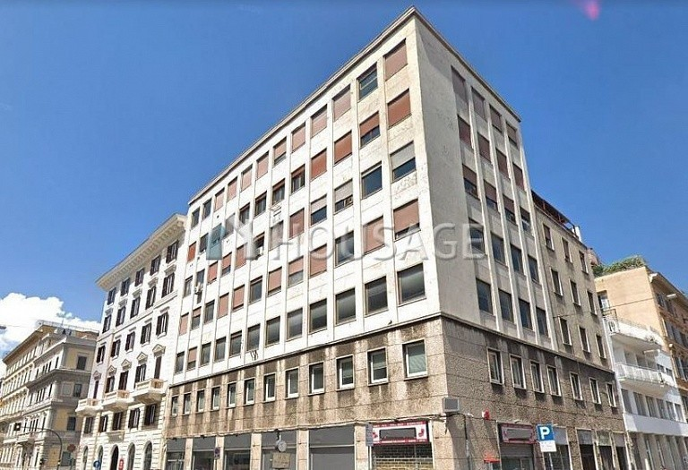 Commercial property for sale in Rome, Italy, 437.5 m² - photo 1