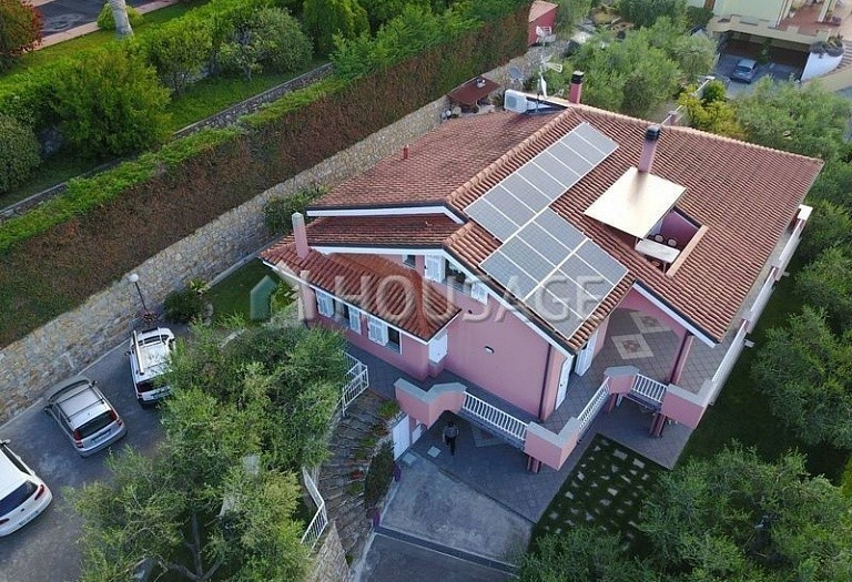 6 bed villa for sale in Diano Marina, Italy, 350 m² - photo 1