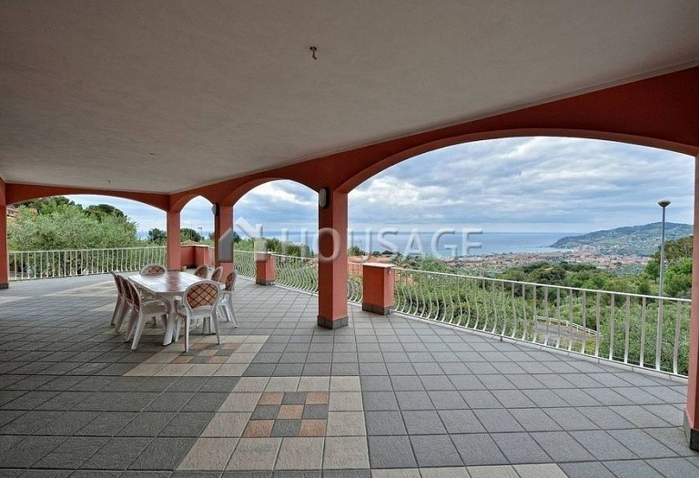 6 bed villa for sale in Diano Marina, Italy, 350 m² - photo 16