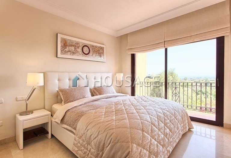 Apartment for sale in Los Almendros, Benahavis, Spain, 189 m² - photo 11