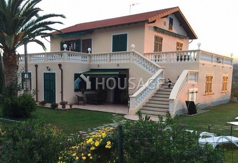 4 bed villa for sale in Camporosso, Italy, 366 m² - photo 2