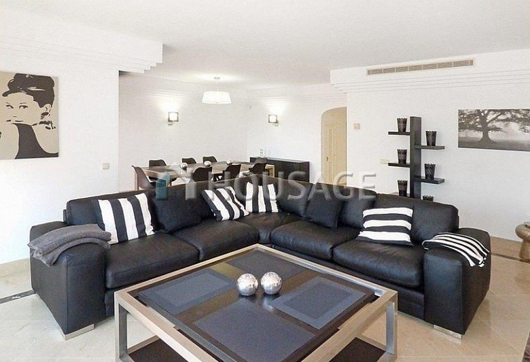 Flat for sale in Puerto Banus, Marbella, Spain, 177 m² - photo 2