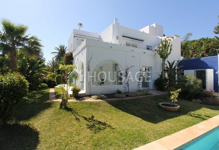 Villa for sale in Los Monteros, Marbella, Spain, 494 m² - photo 1