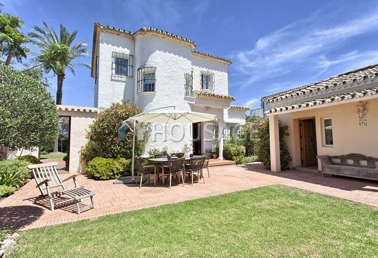 Villa for sale in Nueva Andalucia, Marbella, Spain, 366 m² - photo 5