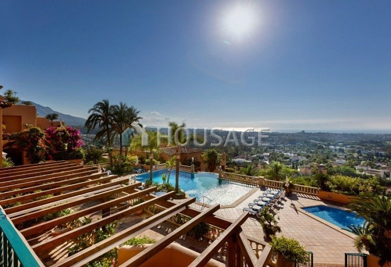 Townhouse for sale in Nueva Andalucia, Marbella, Spain, 324 m² - photo 1
