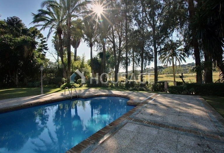 Villa for sale in Nueva Andalucia, Marbella, Spain, 850 m² - photo 2