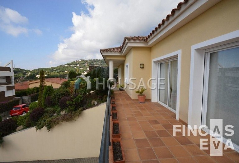 5 bed villa for sale in Premia de Dalt, Spain, 438 m² - photo 4
