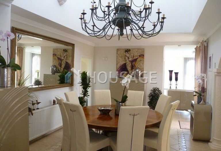 Villa for sale in El Rosario, Marbella, Spain, 311 m² - photo 8