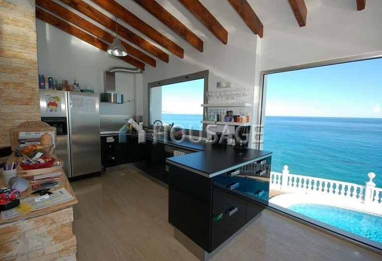 6 bed villa for sale in El-Campello, Spain, 400 m² - photo 2