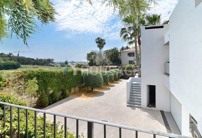Villa for sale in Nueva Andalucia, Marbella, Spain, 401 m² - photo 8